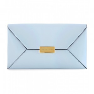 Clutch en forma de sobre color azul pastel de Stella Mcartney